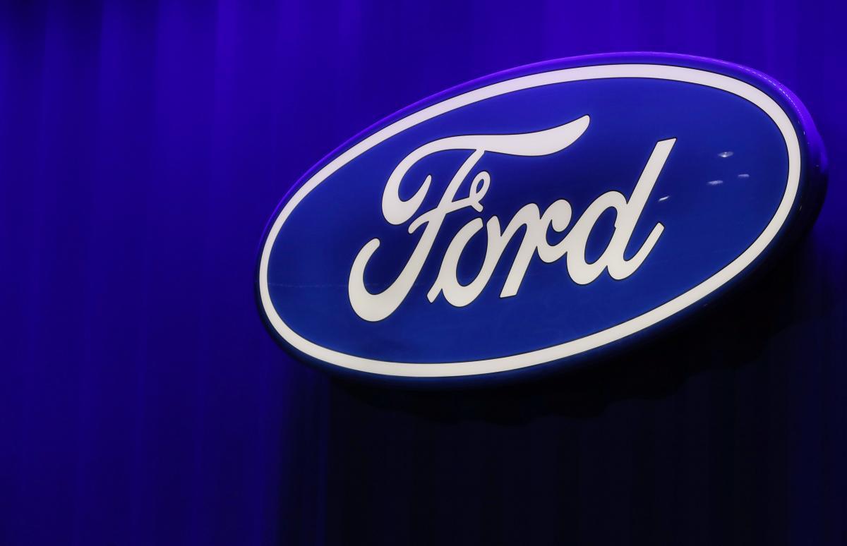 В Ford заявили, что дефицит полупроводников, скорее всего, сохранится в течение первого полугодия / Иллюстрация REUTERS