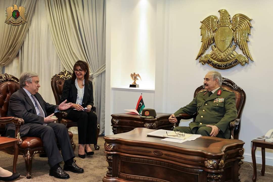Антониу Гутерреш и Халифа Хафтар встретились в Бенгази / REUTERS