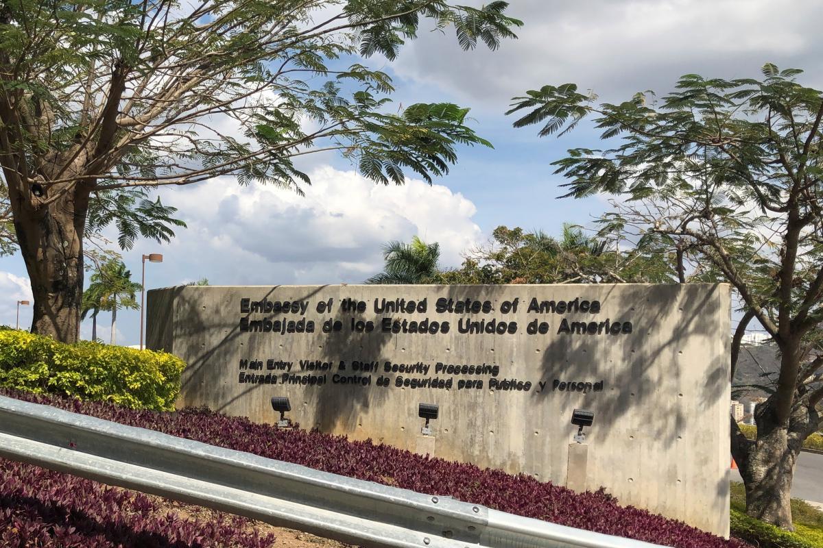 Посольство США в Каракасе, Венесуэла / REUTERS