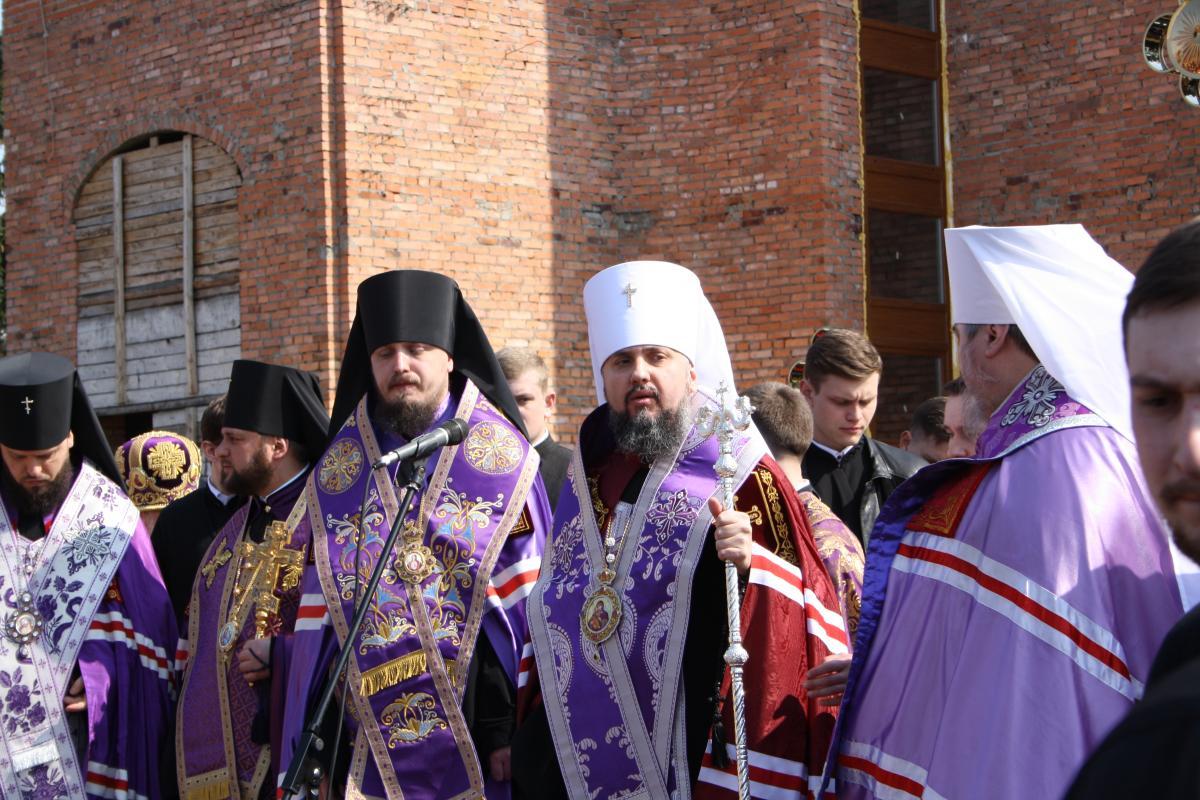 Сослужили Епифанию представители епископата и духовенства / фото УНИАН