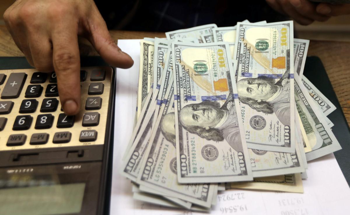 По отношению к доллару гривня укрепилась / Иллюстрация REUTERS