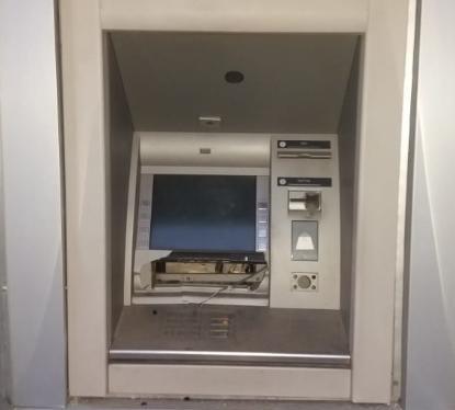 Всередині банкомату стався вибух саморобного вибухового пристрою / фото hk.npu.gov.ua
