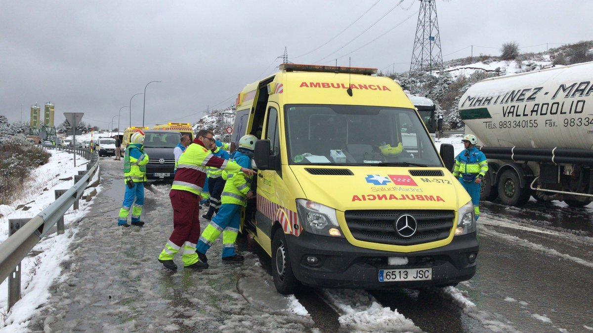 В Іспанії через снігопад сталося масштабне ДТП twitter.com/112cmadrid