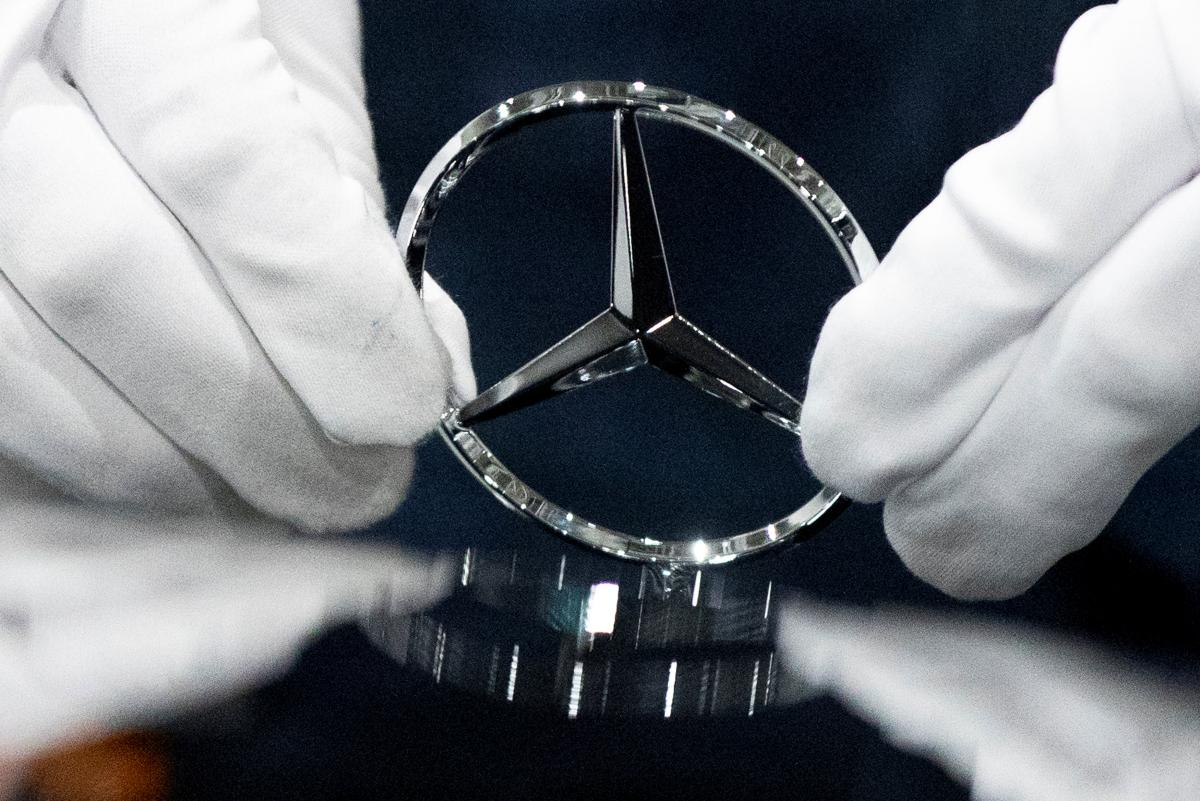 The bus can get the Mercedes logo on the radiator grille \ photo REUTERS