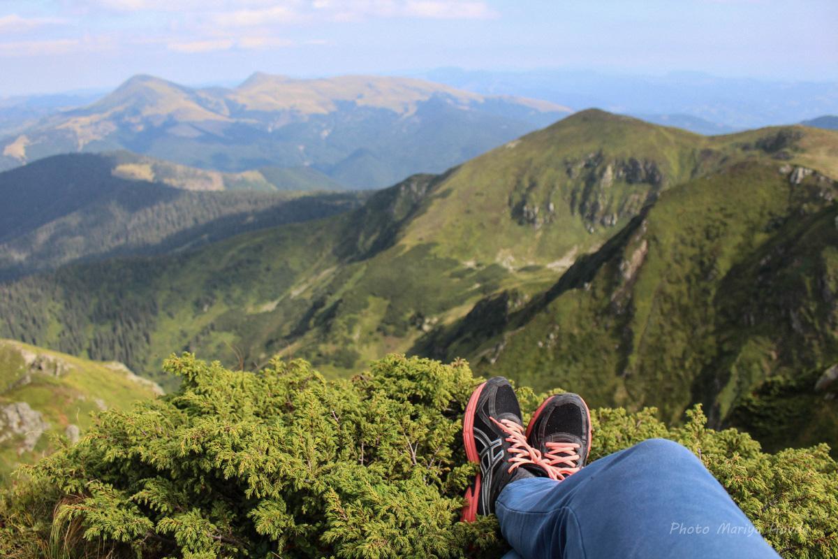 Такі краєвиди відкриваються з гори Піп Іван Мармароський / фото Mariya Hovda