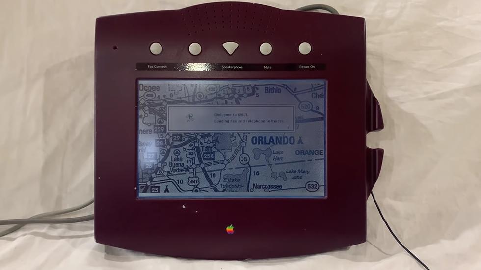 Телефон 1993 года отличает отсутствие кнопок для набора номера и наличие сенсорного экрана / скриншот