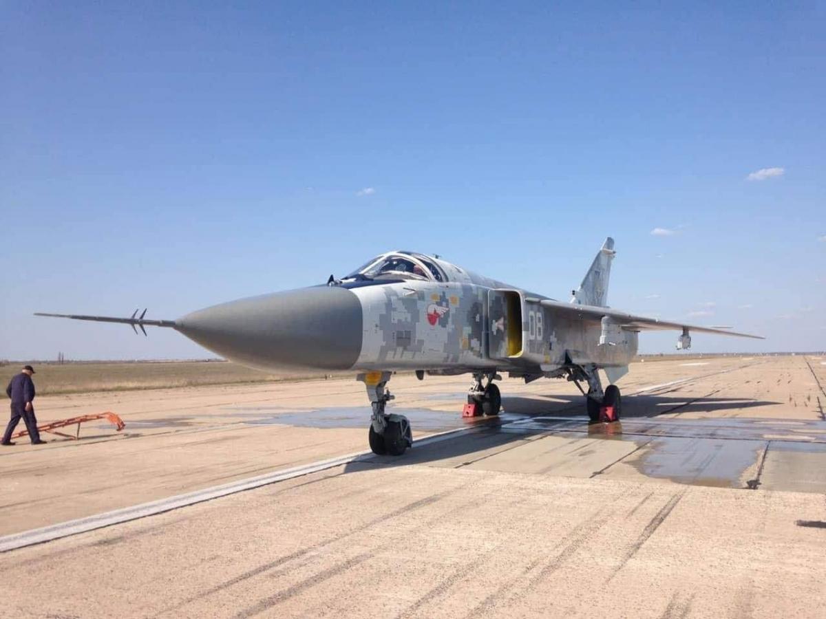 Отремонтированный Су-24 с бортовым номером 08 / фото mil.in.ua