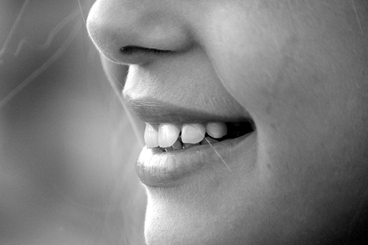 Удержанные кишечные газы человек может выдыхать через рот, говорит врач / фото pixabay.com