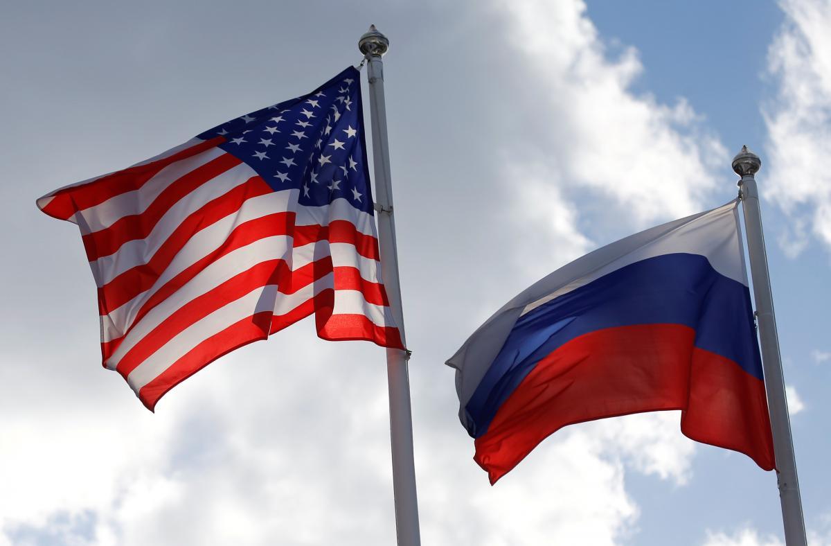 Ранее сенаторыпризваливыслать 300российских дипломатовиз США / Иллюстрация / REUTERS