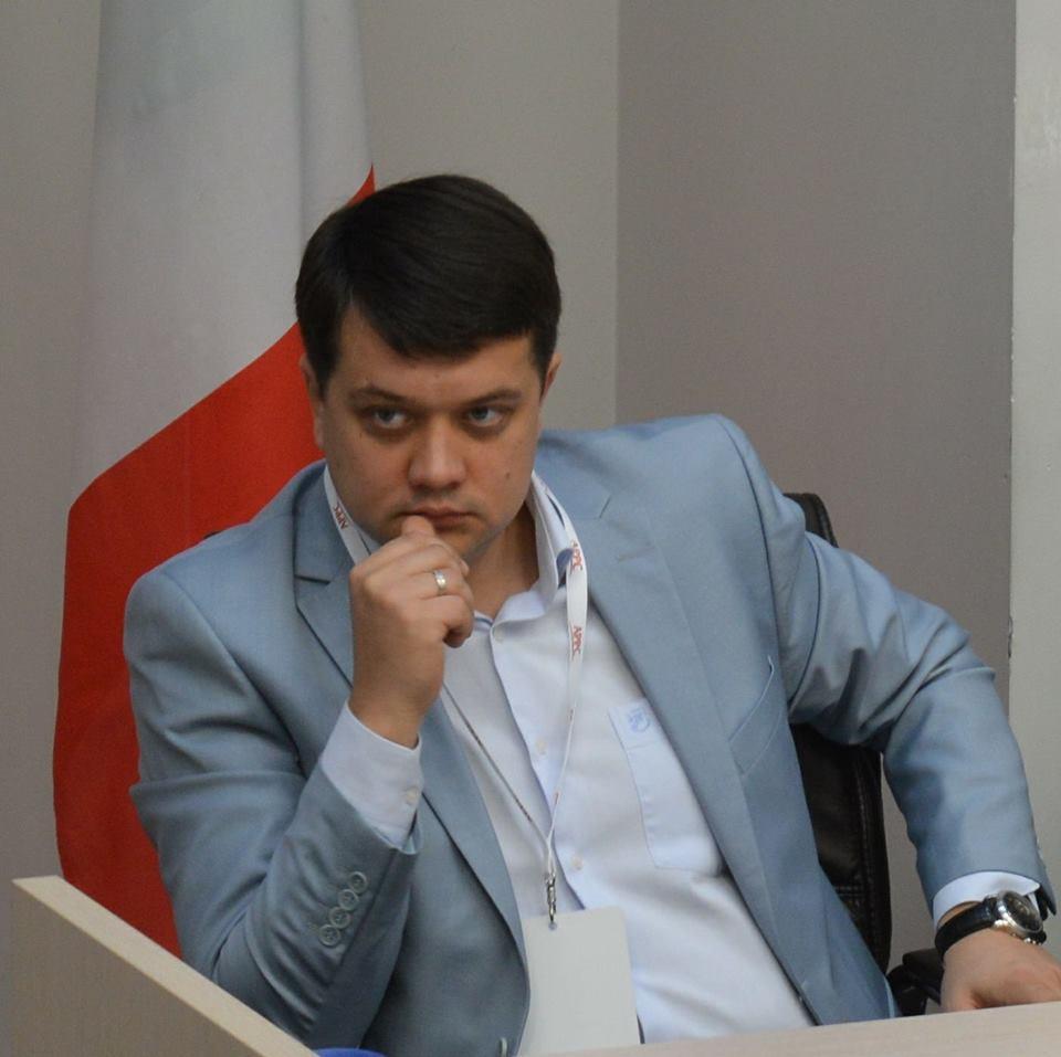 За словами спікера штабу, Зеленський сам по собі дуже емоційна людина / Facebook Дмитро Разумков