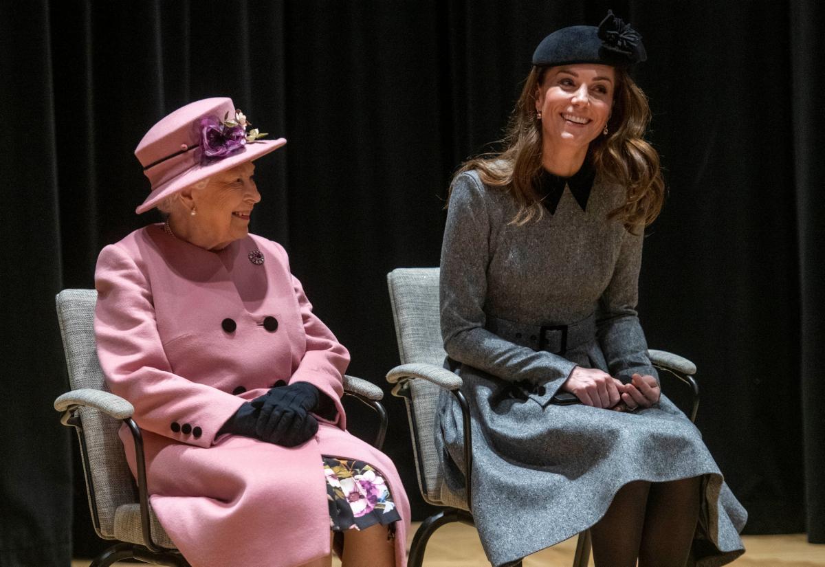 Королева Елизавета и Кейт Миддлтон / фото REUTERS