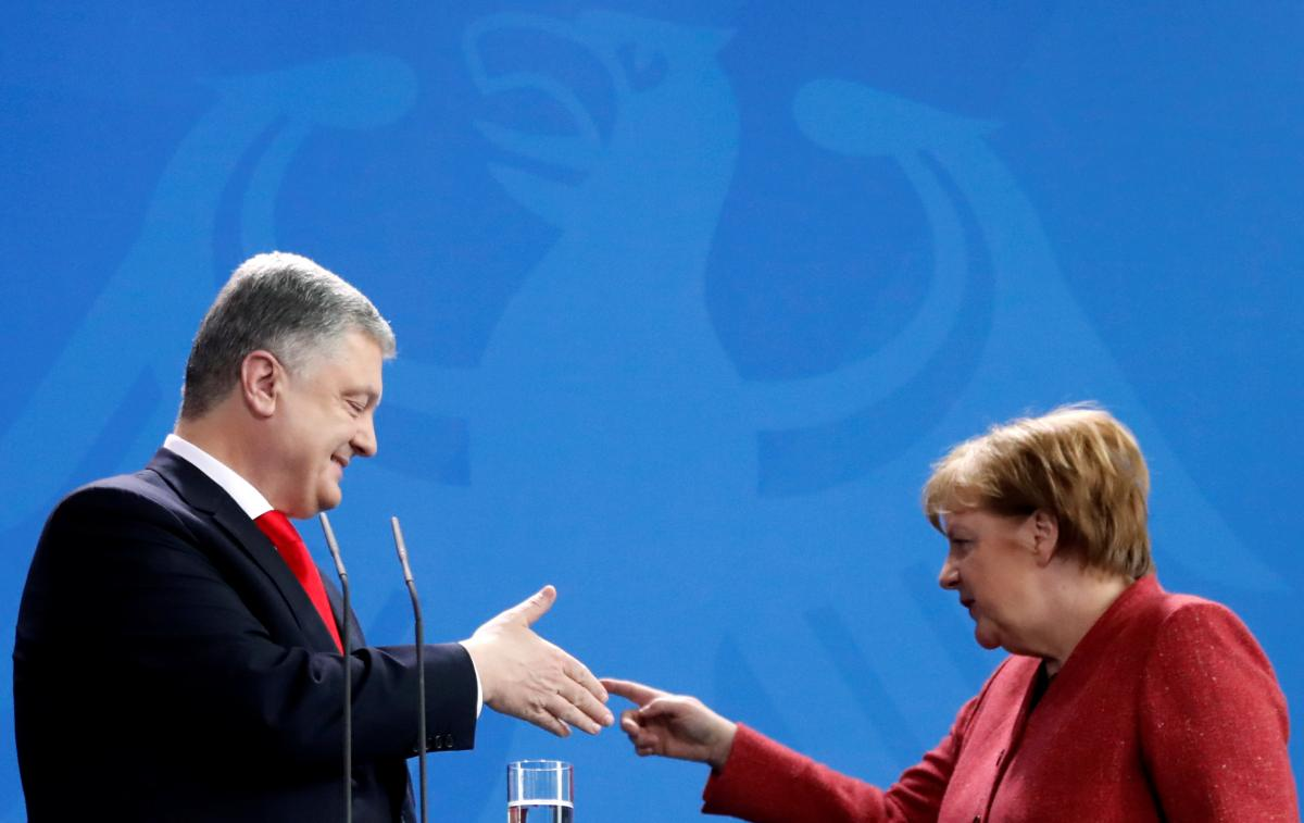 Petro Poroshenko and Angela Merkel / REUTERS