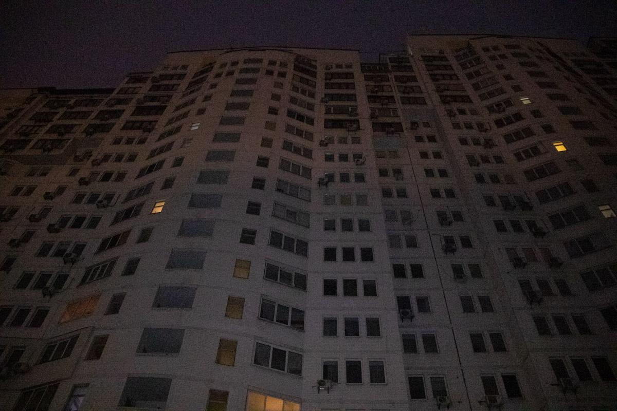 У Києві дівчина розбилася, вистрибнувши з 11 поверху / фото Владислав Кузнєцов / Інформатор