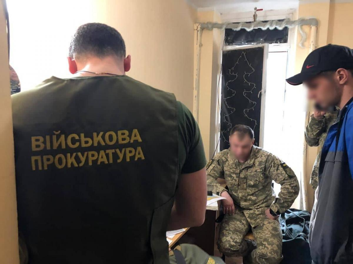 У зоні ООС комбата спіймали на хабарі / фото facebook.com/pressjfo.news