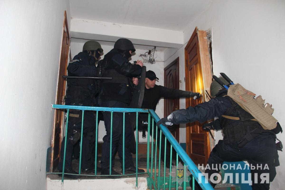 На место происшествия прибыли местные полицейские и спецподразделения / фото полиции Житомирской области