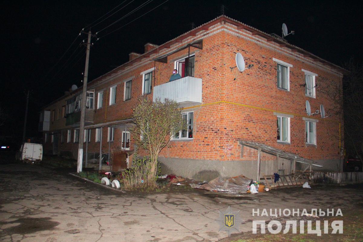 Мужчина забаррикадировался в квартире и угрожал взорвать дом / фото полиции Житомирской области