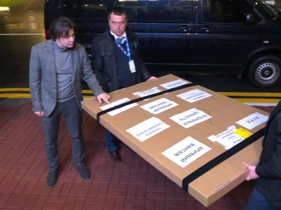 Німеччина передала Україні унікальний історичний документ / фото facebook.com/Yevhen.Nyschuk