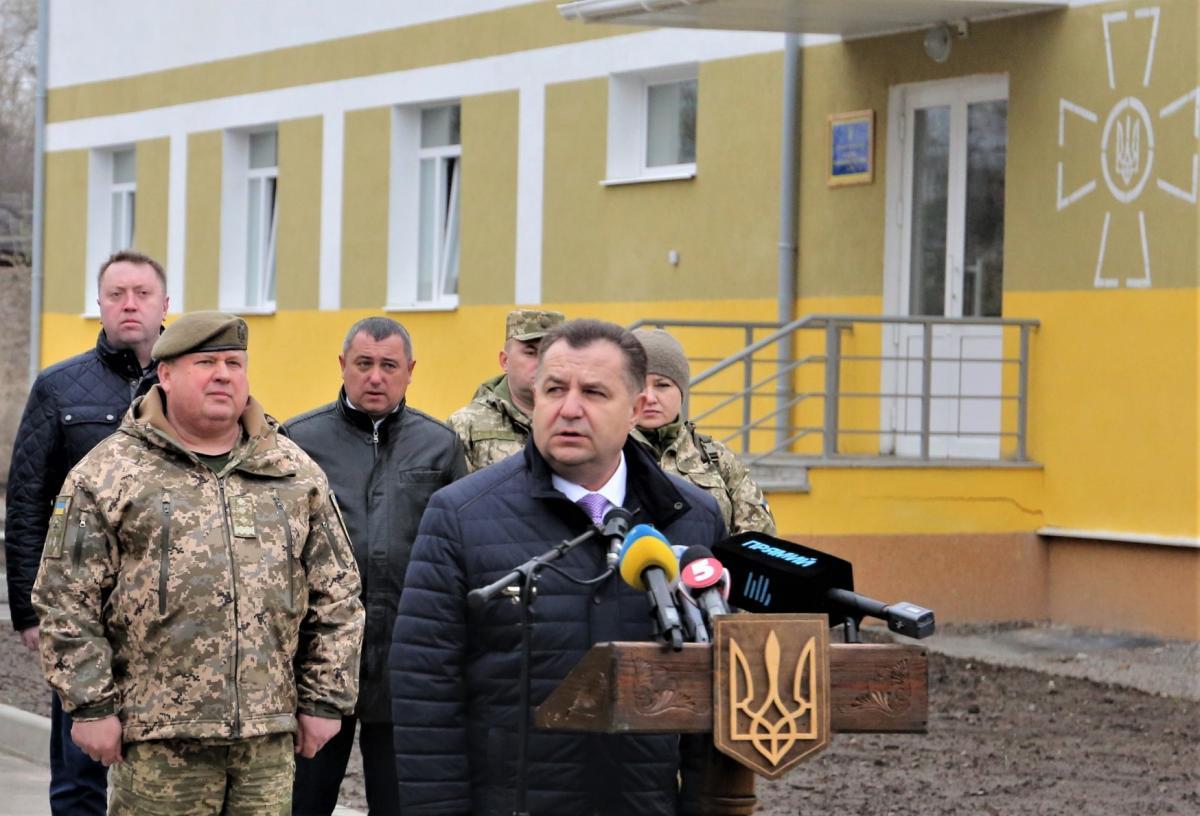 Встречали военных министр обороны Украины Степан Полторак / фото mil.gov.ua