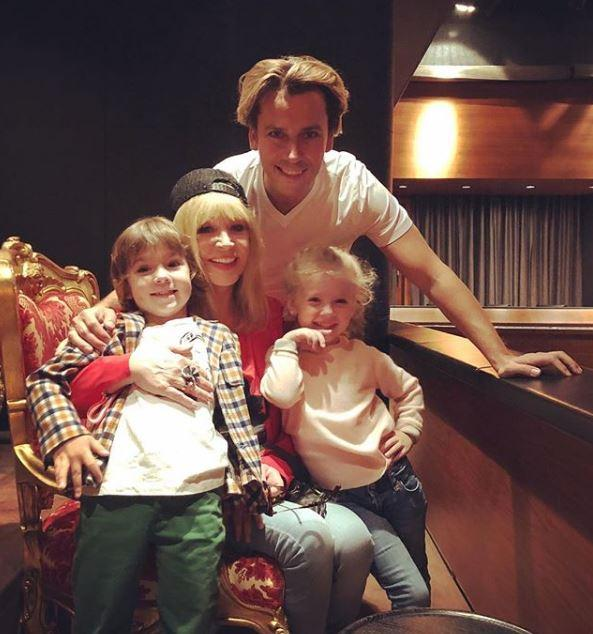 Пугачева и Галкин со своими детьми Гарри и Лизой / instagram.com/maxgalkinru