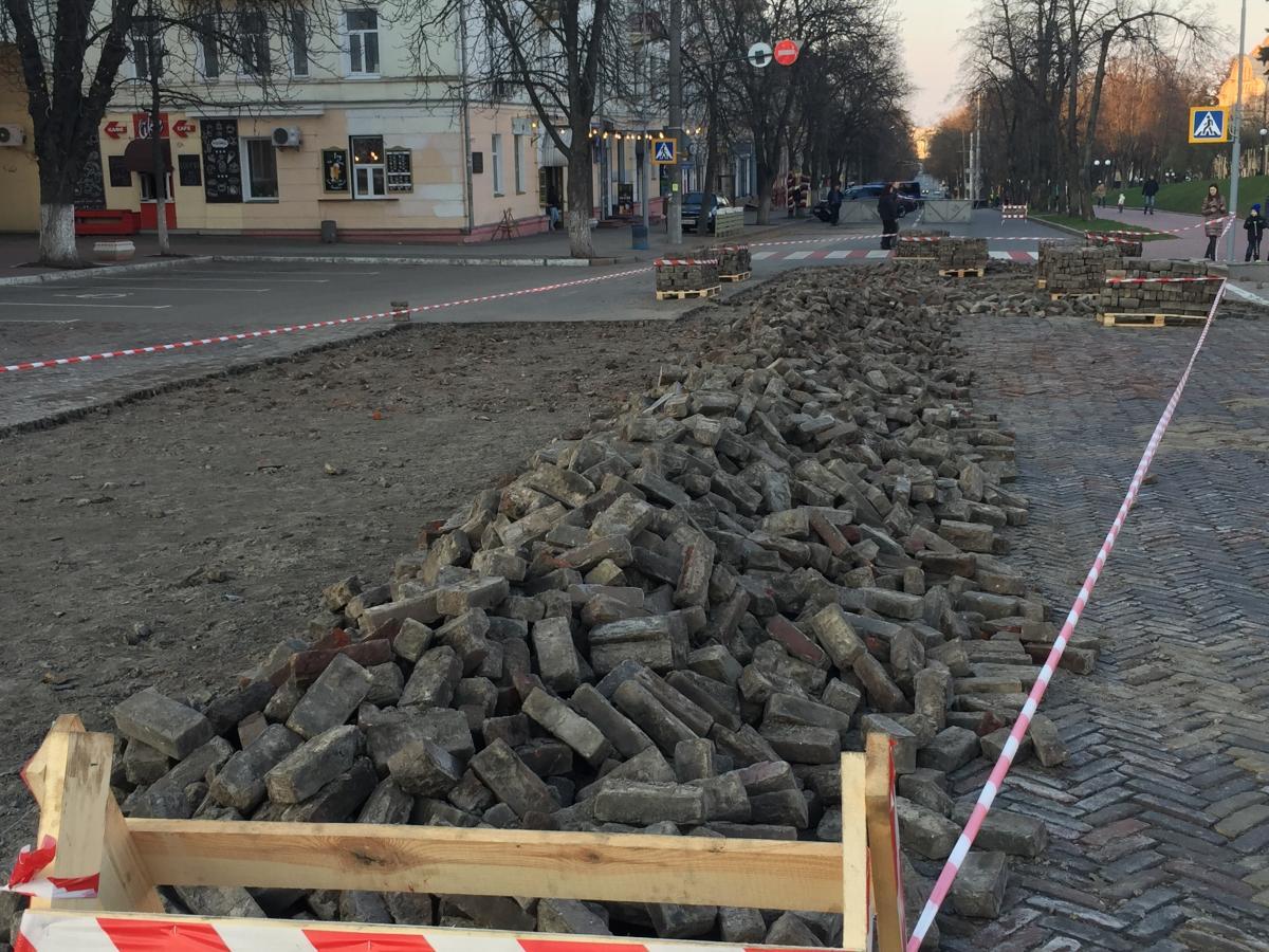 В областном центре сохранилась единственная клинкерная площадь в Украине / фото УНИАН