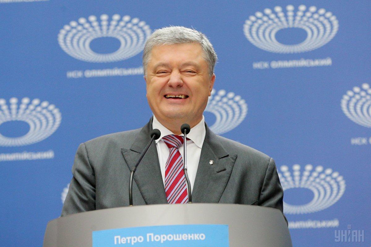 На каналах были материалы с исключительно положительной оценкой деятельности Петра Порошенко / фото УНИАН