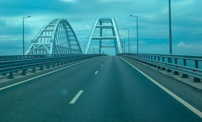 На Кримському мосту почали укладати рейки / RoksolanaToday&Крим