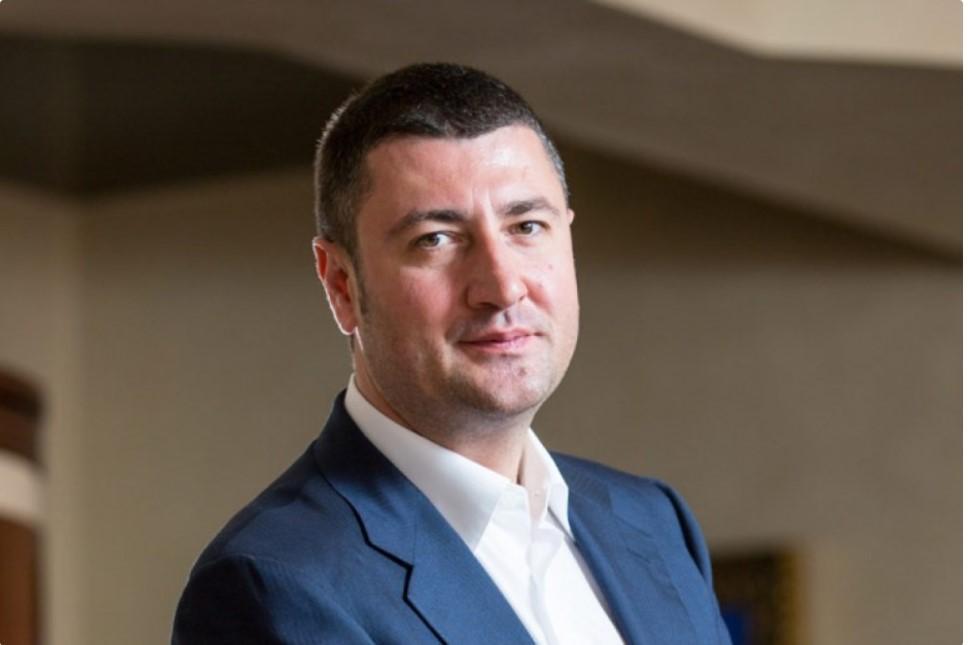 Олег Бахматюка зазначив, що його компанії раніше зіткнулися з наслідками трудової міграції
