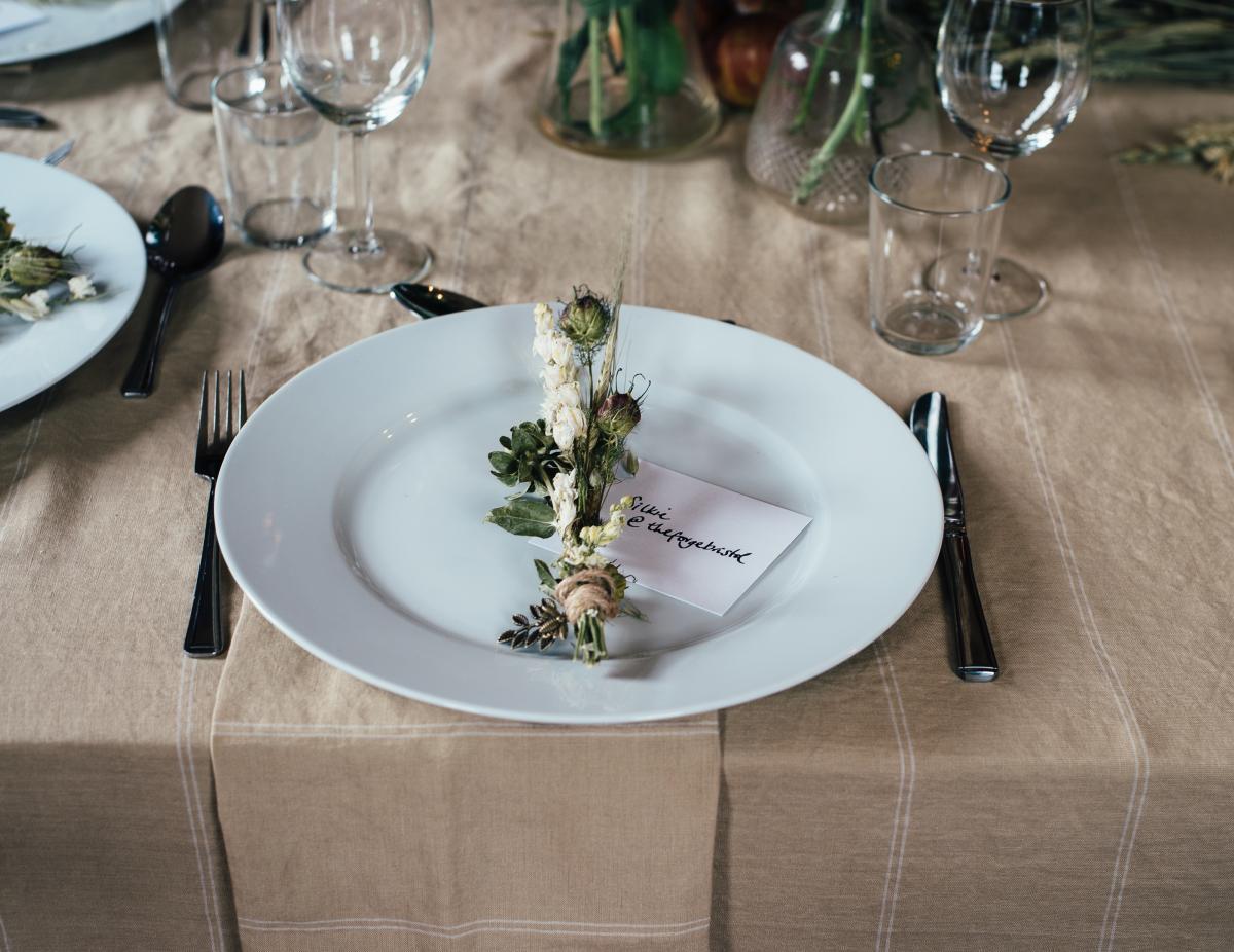Ресторани зазнають відчутних збитків від неявки клієнтів, які зарезервували стіл \ Вікіпедія