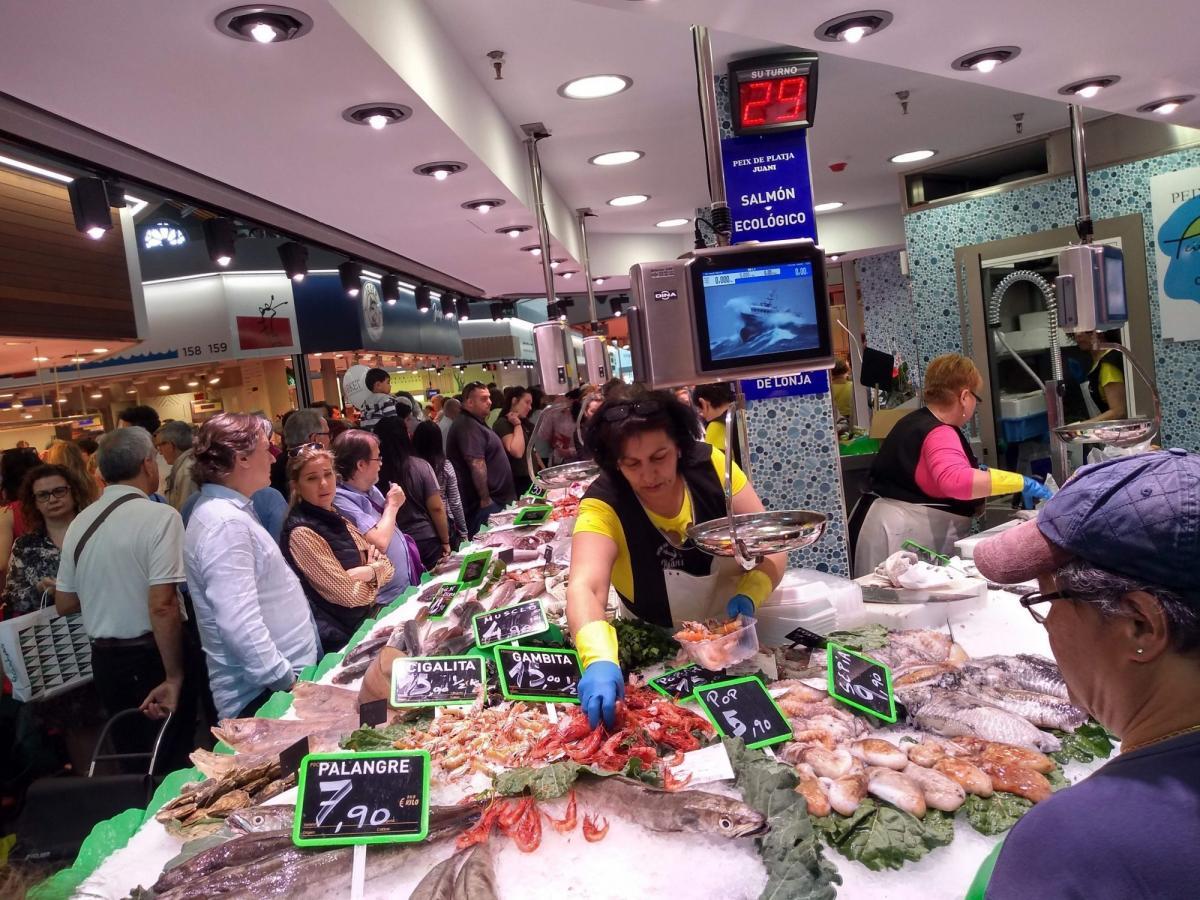 На рынке Сан Антони можно купить самые свежие морепродукты в Барселоне / Фото google.com