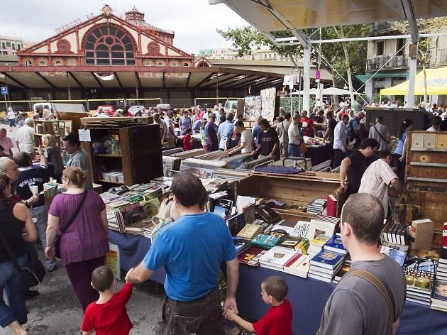 Букинистический рынок на Сан Антони / Фото timeout.com