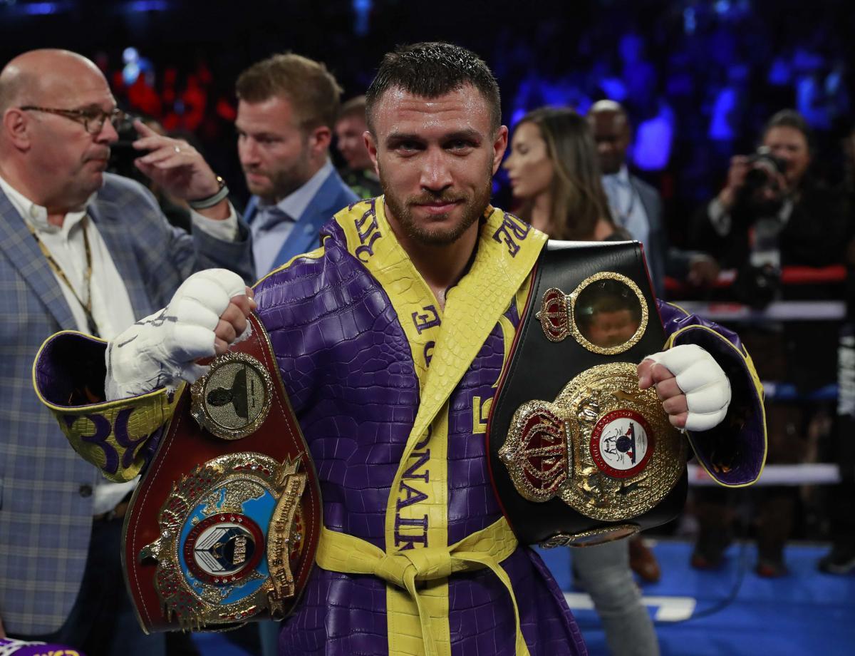 Василий Ломаченко победил 13 апреля Энтони Кроллу и сохранил пояса WBO и WBA / REUTERS