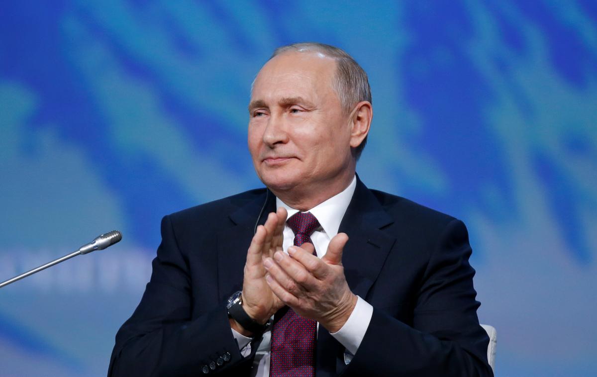 Путин повысил зарплату себе, Медведеву и Шойгу  / REUTERS