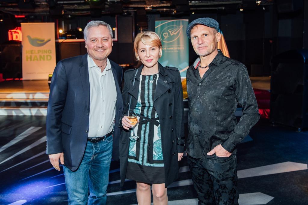 Игорь Янковский с супругой Светланой Сухиной и Олегом Скрипкой