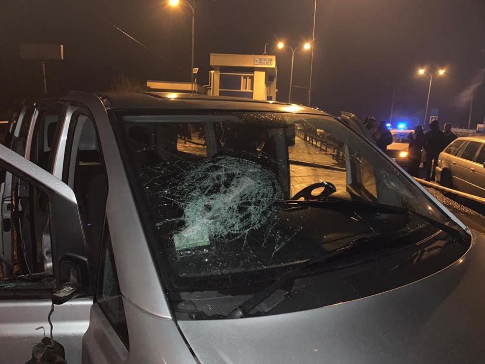 Нападение осуществили несколько десятков человек в масках / фото Олеся Голодок, Facebook