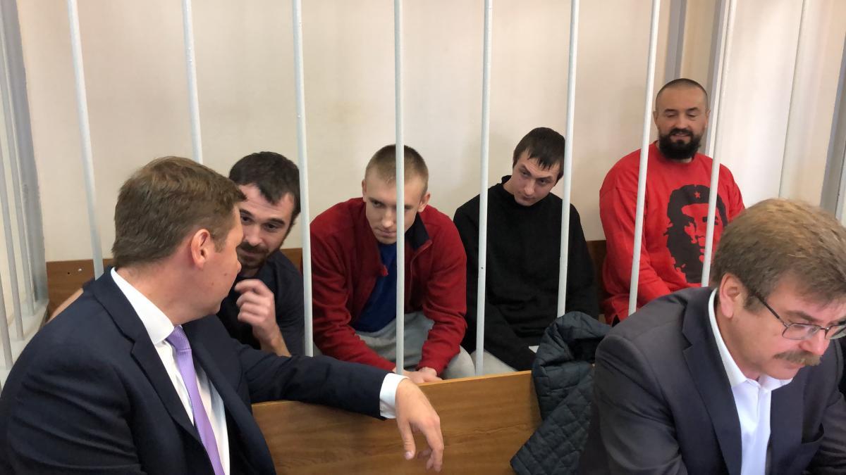 Суд РФ продлил срок содержания под стражей морякам до октября / Роман Цимбалюк