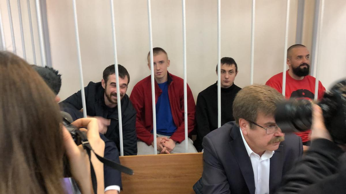 Russia keeps 24 Ukrainian sailors behind bars / Photo from Roman Tsymbaliuk
