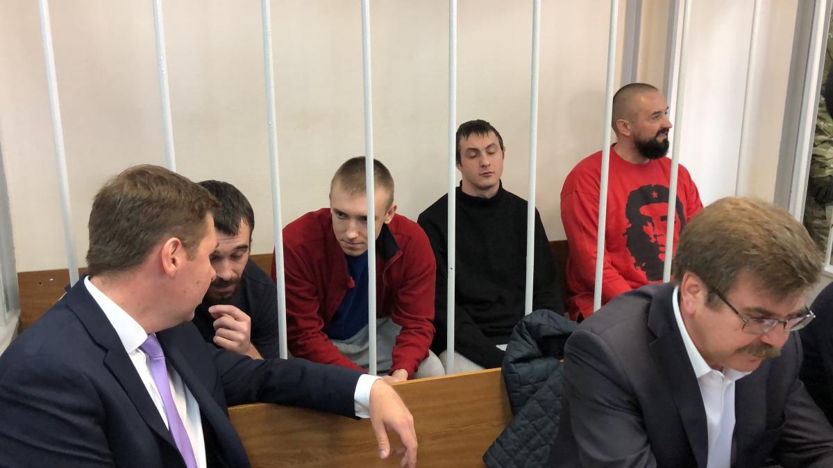 В Москве суд рассматривает продление ареста для украинских моряков / фото Роман Цимбалюк