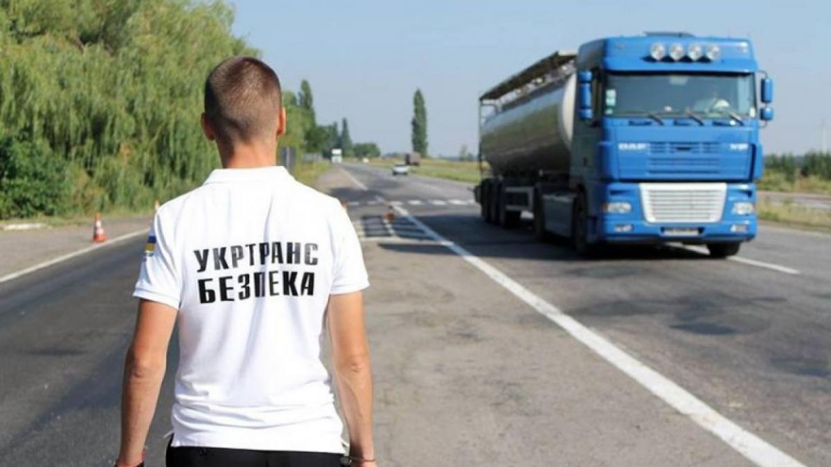 Під час нападу на співробітників Укртрансбезпекив передмісті Одеси постраждали три людини / kaniv.net