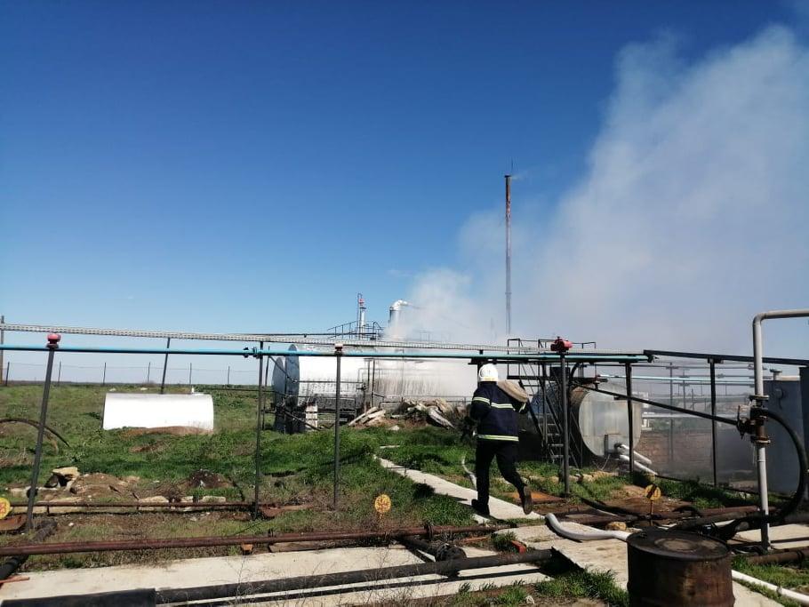 На нефтеперерабатывающем заводе в Николаевской области произошел пожар / фото mk.dsns.gov.ua