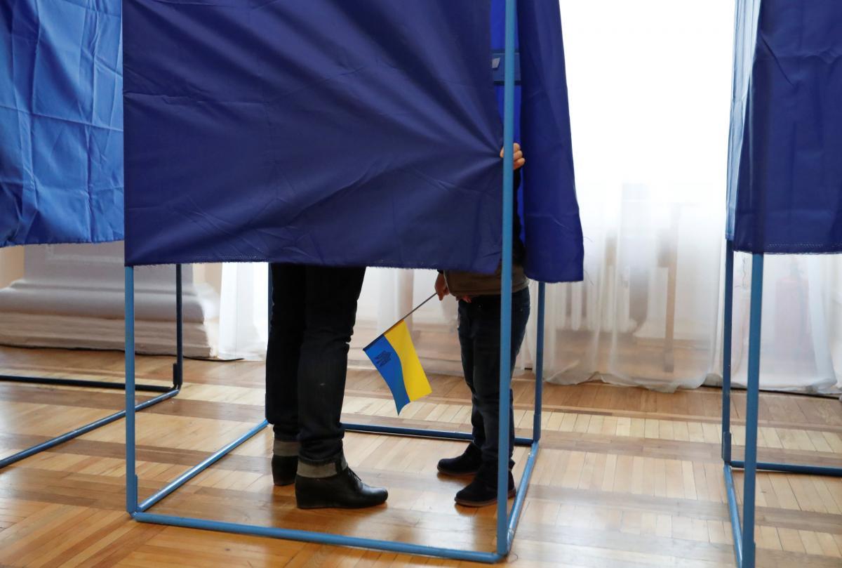 Украинцы смогут менять свой избирательный адрес без огромных очередей / REUTERS