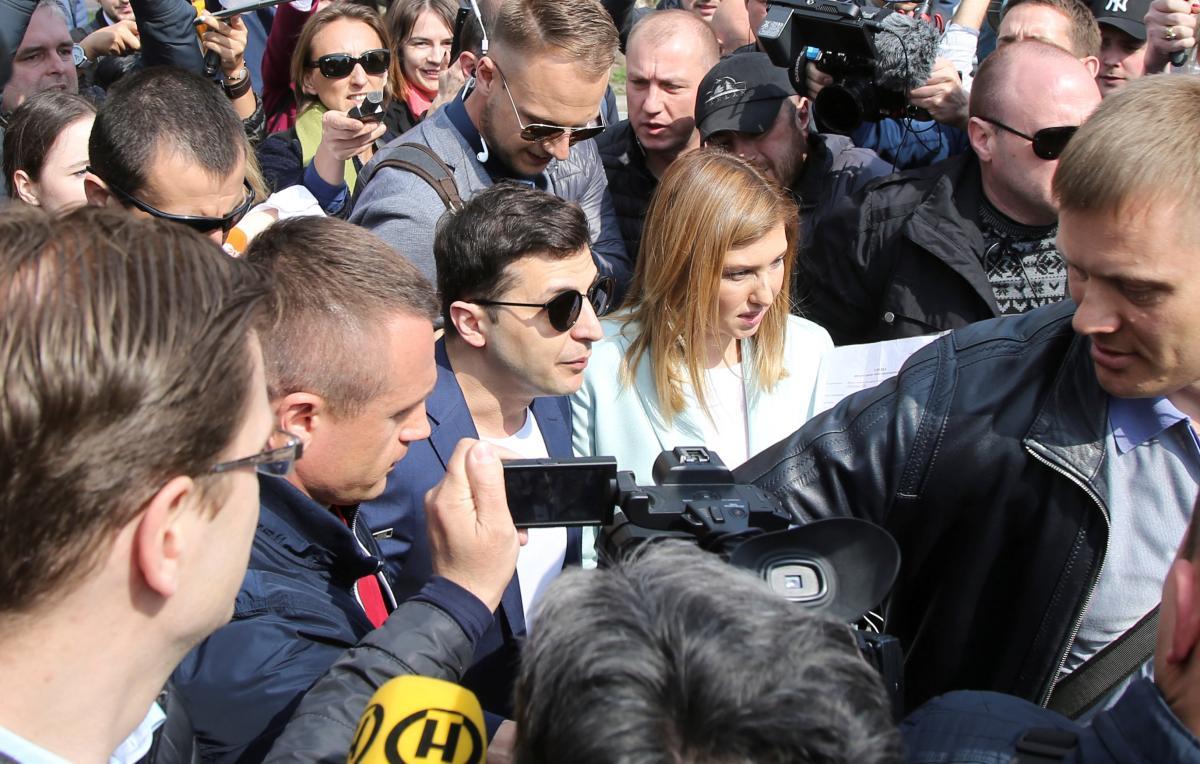 Зеленський відповів на питання журналістів у день виборів / REUTERS