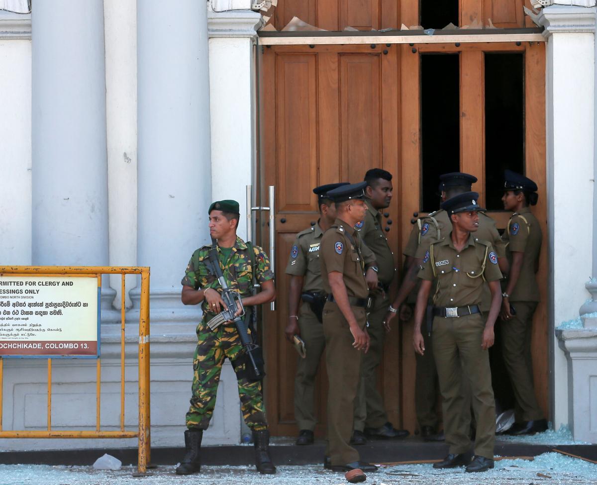 На Шри-Ланке вводят комендантский час / Фото REUTERS