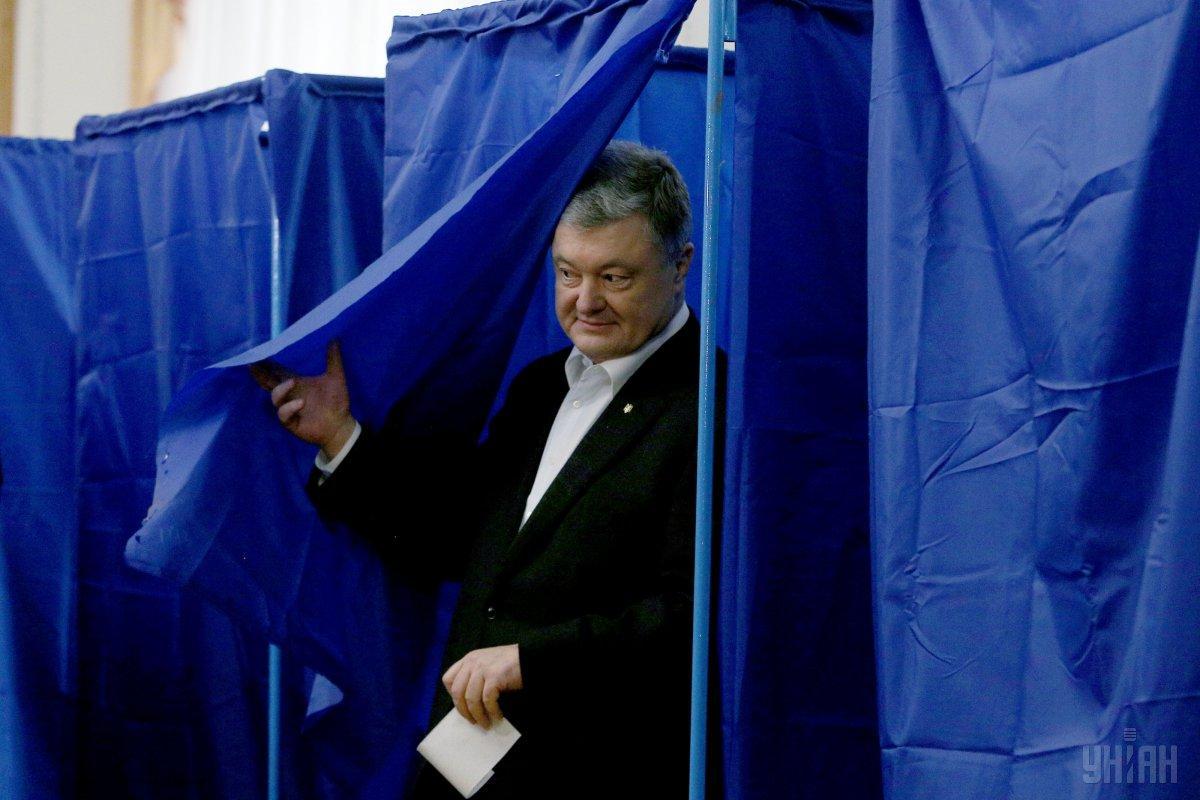 Петро Порошенко під час голосування / Фото УНІАНПорошенко на виборчій дільниці / Фото УНІАН