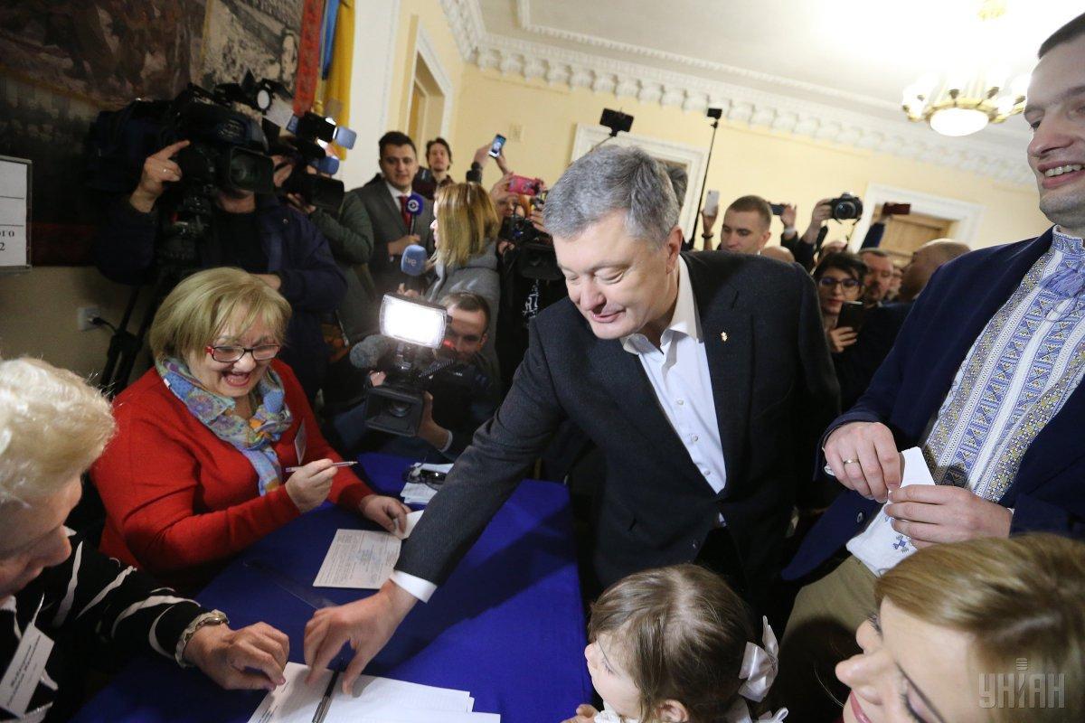 Порошенко на виборчій дільниці / Фото УНІАН