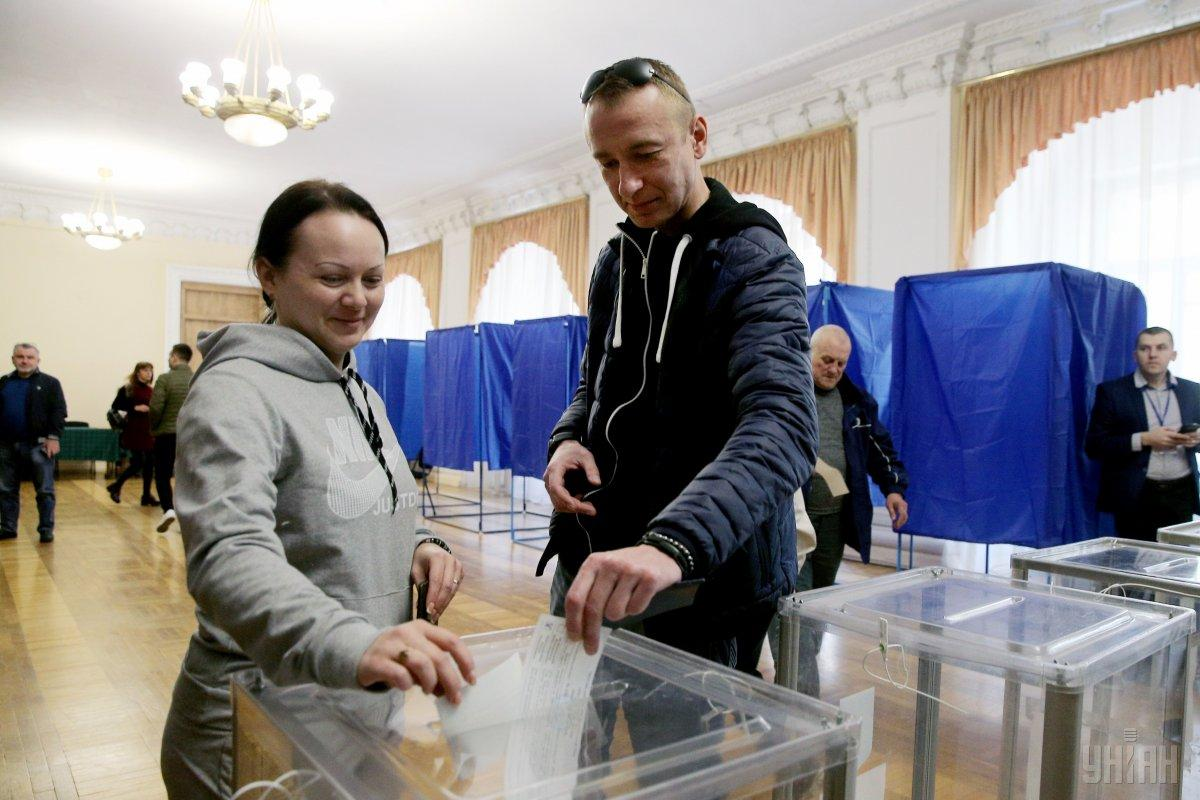 Известны данные о явке на11 избирательных округах/ фото УНИАН