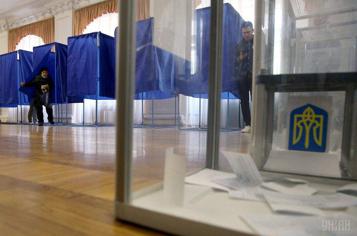 Во Львове избиратель хотел проголосовать за своего сына / Иллюстрация - Фото УНИАН
