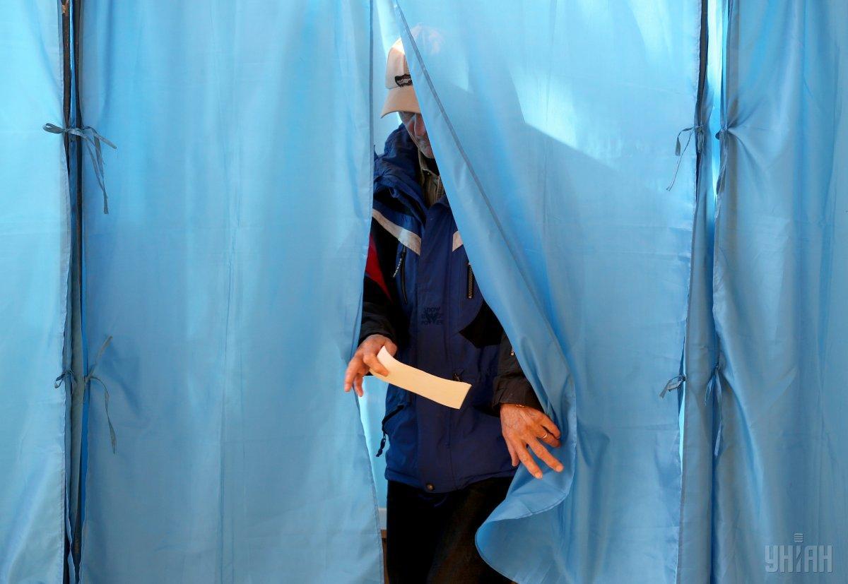 Место голосования на парламентских выборах сменили уже более 198,7 тыс. украинцев / фото УНИАН