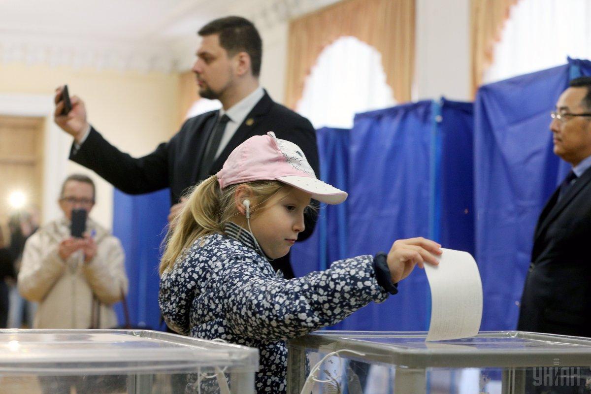 """За словами речника МВС, на виборах не було """"ніякого тиску і ніяких каруселей"""" / фото УНІАН"""