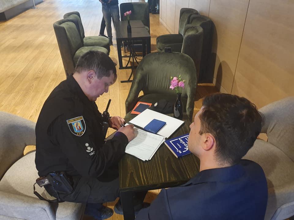 Поліція виписала Зеленському адмінпротокол / фото Facebook: Дмитрий Разумков