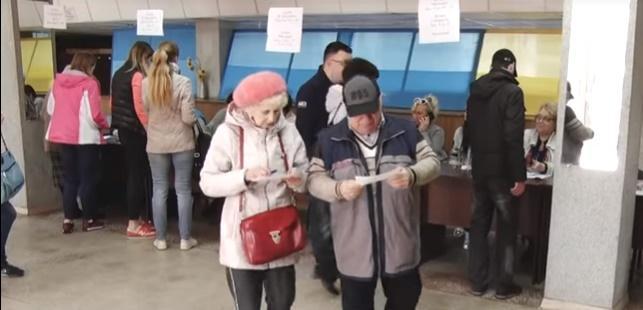 Батьки Володимира Зеленського проголосували на виборах президента / скрін відео